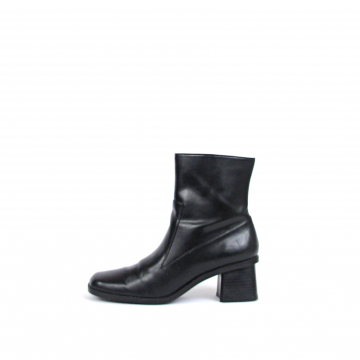 Vintage 90's black leather ankle boots with block heel, high heeled booties, siz