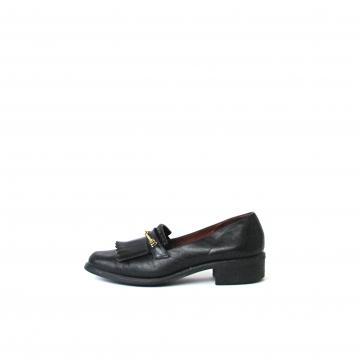 Vintage 80's Etienne Aigner black leather loafers, women's size 6