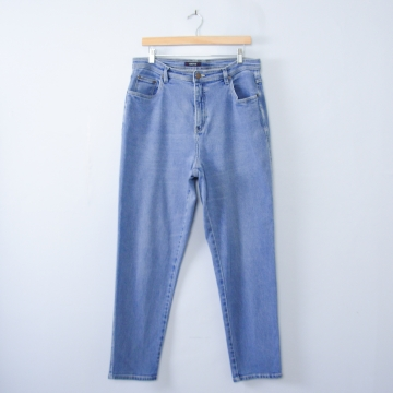 Vintage 90's light blue denim high waisted mom jeans with tapered leg, women's size 16