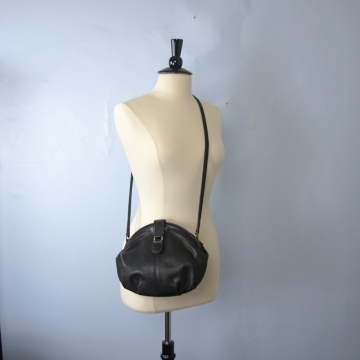 Vintage 90's Coach small black leather crossbody clamshell purse