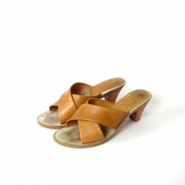 Vintage 70's tan leather slip on sandals mules, women's size 6