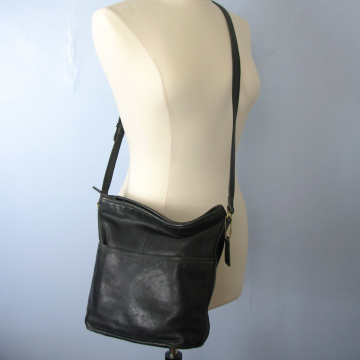 3e3ebf0ad ... Vintage 90's Coach bucket bag, black leather crossbody purse