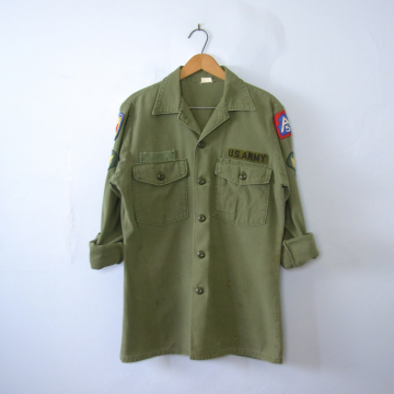 Vintage 70's distressed Vietnam OG-107 army jacket military jacket, men's size small