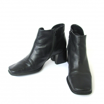 Clone of Vintage 90's black leather ankle boots with block heel and square toe, size 9