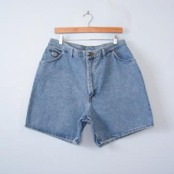 90's Wrangler high waisted denim shorts, women's size 16 / 18