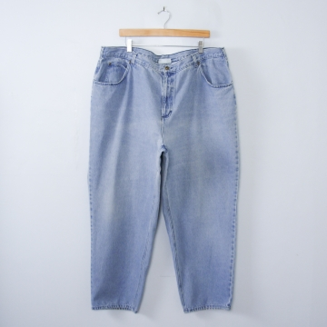 Vintage 90's high waisted blue jeans with tapered leg, plus sized women's size 24 / 22