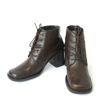 Vintage 90's brown leather ankle boots with block heel, women's size 8