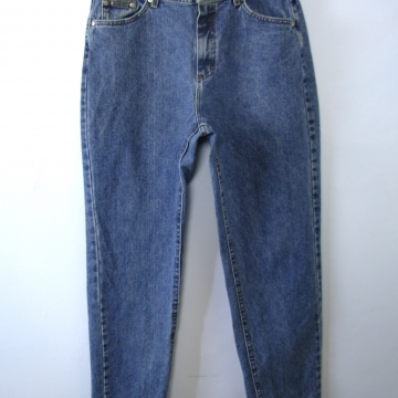 Vintage 80's Lee high waisted blue denim mom jeans with tapered leg, women's size 16 / 14