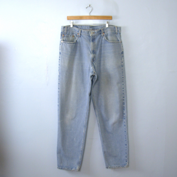 Vintage 80's Levi's 550 jeans, light denim jeans, relaxed fit tapered leg, men's size 40 and 42