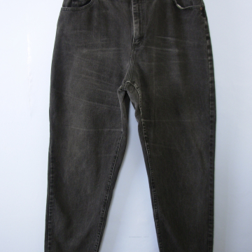 Vintage 80's Lee distressed black denim high waisted mom jeans, tapered leg, size 16 / 14