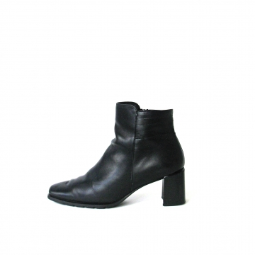 Vintage 90's black ankle boots with block heel, women's size 8.5