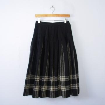 Vintage 80's Pendleton black and white plaid pleated wool midi skirt, women's size 8