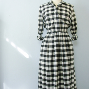 80's black and white buffalo plaid flannel dress with pockets, women's size small