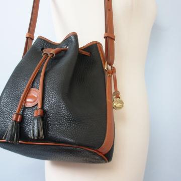 80's Dooney and Bourke large navy drawstring shoulder bag