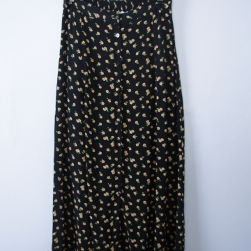 Vintage 90's grunge floral black maxi skirt with buttons, women's size medium
