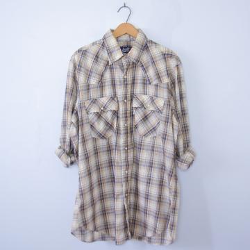 Vintage 70's Levi's beige plaid shirt with pearl snap buttons, men's size large