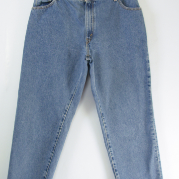 Y2K Levi's 550 high waisted jeans with tapered leg, women's size 16 / 18