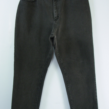 90's Lee black high waisted jeans with tapered leg, women's size 20 / 22