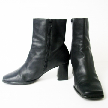 Vintage 90's Nine West black leather ankle boots with block heel and square toe, women's size 9