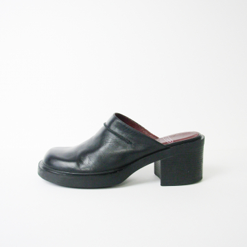 Vintage 90's Nine West black leather mules with chunky block heel, women's size 8