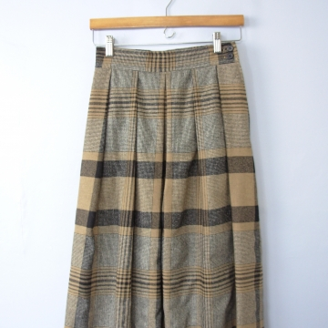 Vintage 70's brown plaid wool skirt, pleated skirt with pockets, size 6 / 4
