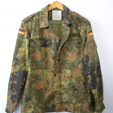 Vintage 90's distressed grunge camo jacket, German military camo shirt, army camouflage fatigues, size small - short