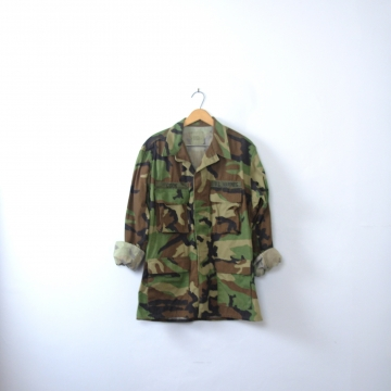 Vintage 90's distressed grunge camo jacket, military camo shirt, army camouflage fatigues, size medium - regular