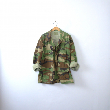 Vintage 90's distressed grunge camo jacket, military camo shirt, army camouflage fatigues, size large - short